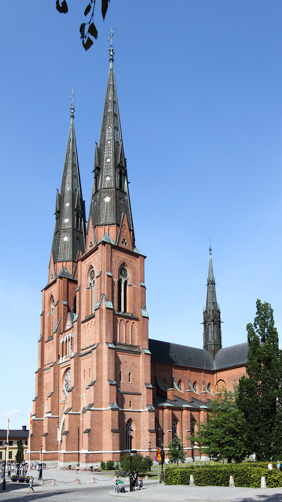 Uppsala_cathedral_from_southwest_02